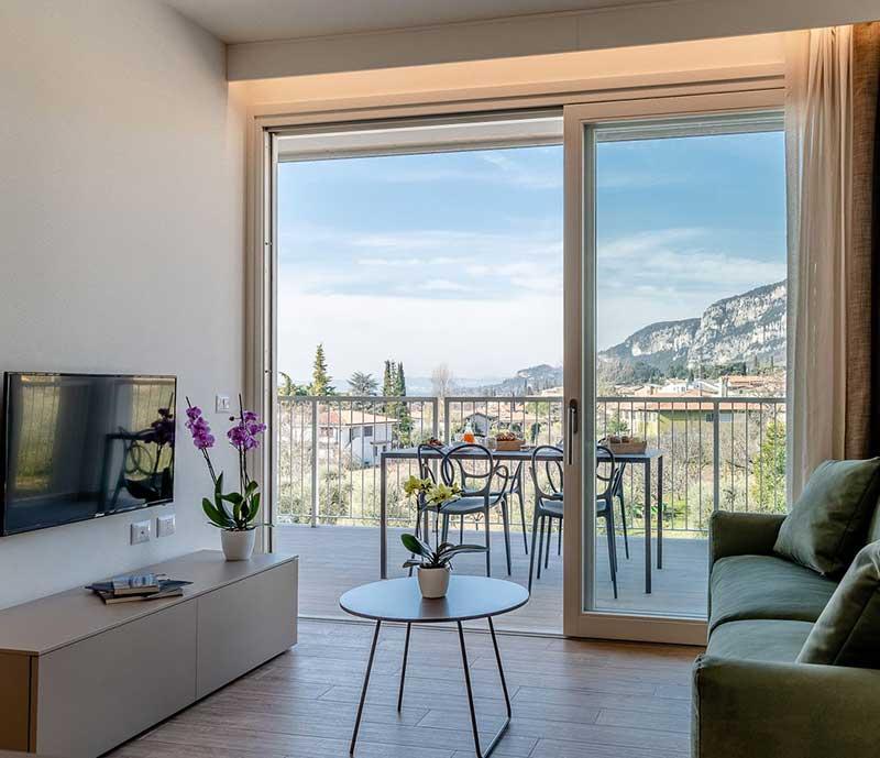 soggiorno real estate divano mobile tv